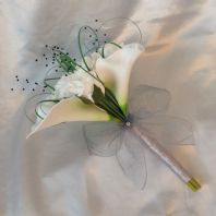 ARTIFICIAL WHITE CALLA LILY ROSE WEDDING FLOWERS BRIDESMAID BOUQUET BLACK PEARL